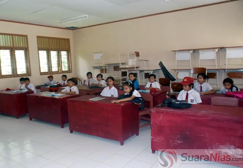 Salah satu ruang kelas SDN 071076 Ombolata Gunungsitoli Idanoi dapat ditempati Siswa/I dalam Kegiatan Belajar Mengajar   Foto:suaranusantara/Loozaro Zebua.